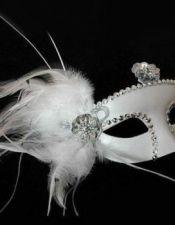 Mascara veneciana en color blanco con lentejuelas y plumas ACC00012