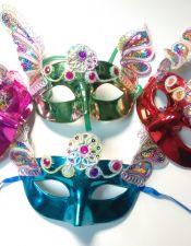 Mascara de fantasia metalizada con piedras multicolores y colas de lentejuelas ACC00021