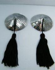 Cubrepezones con forma redonda con lentejuelas y borlas negras PEZ00040