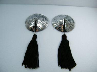 Cubrepezones con forma redonda con lentejuelas y borlas negras