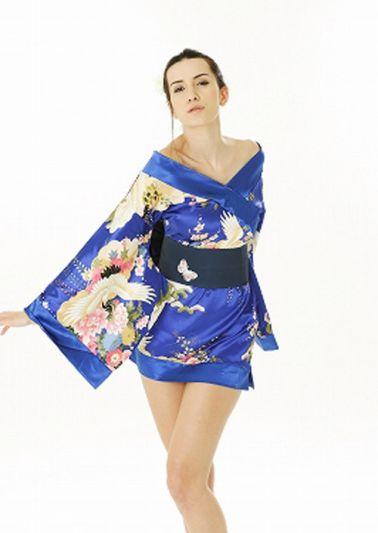 Kimono satinad estilo Geisha con estampados multicolores y cinturon negro