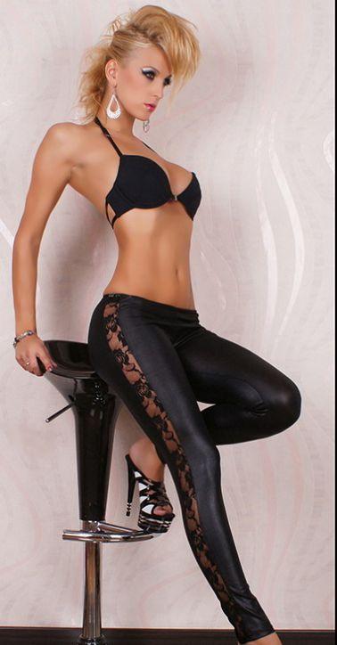 Sensual leggin de tejido elástico simulando al vinilo con encaje en los laterales