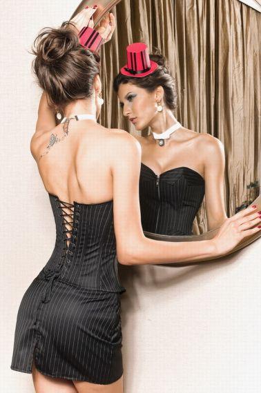 Elegante conjunto de corsé sexy y falda de rayas diplomáticas