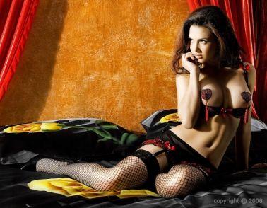 Sensual conjunto sexy de sujetador de media copa y falda con ligueros