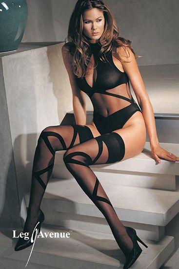 Body sexy con entrelazados y medias a juego