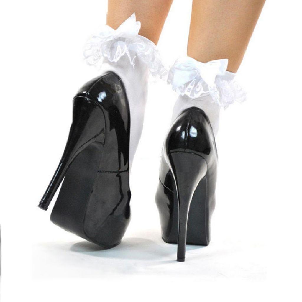 Calcetines blancos con volante decorativo y lazo