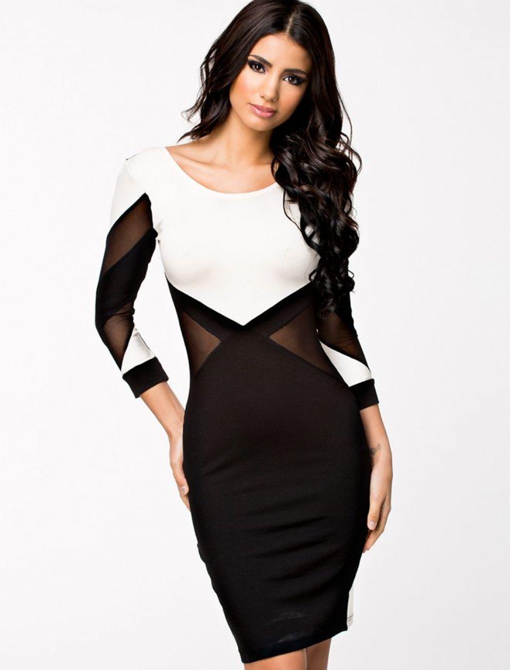 Vestido negro y blanco con transparencias