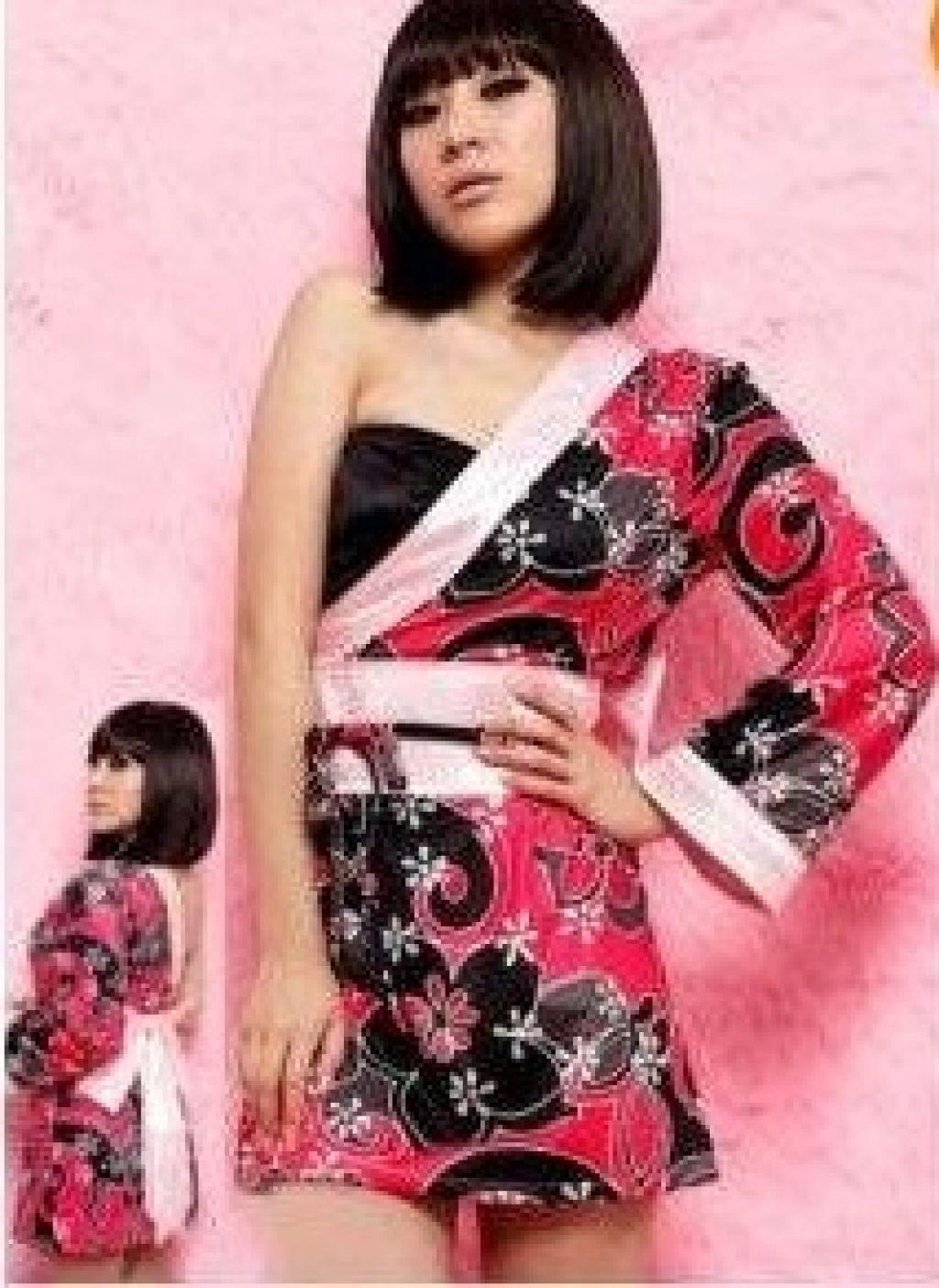 Bata de geisha con una manga y estampados florales