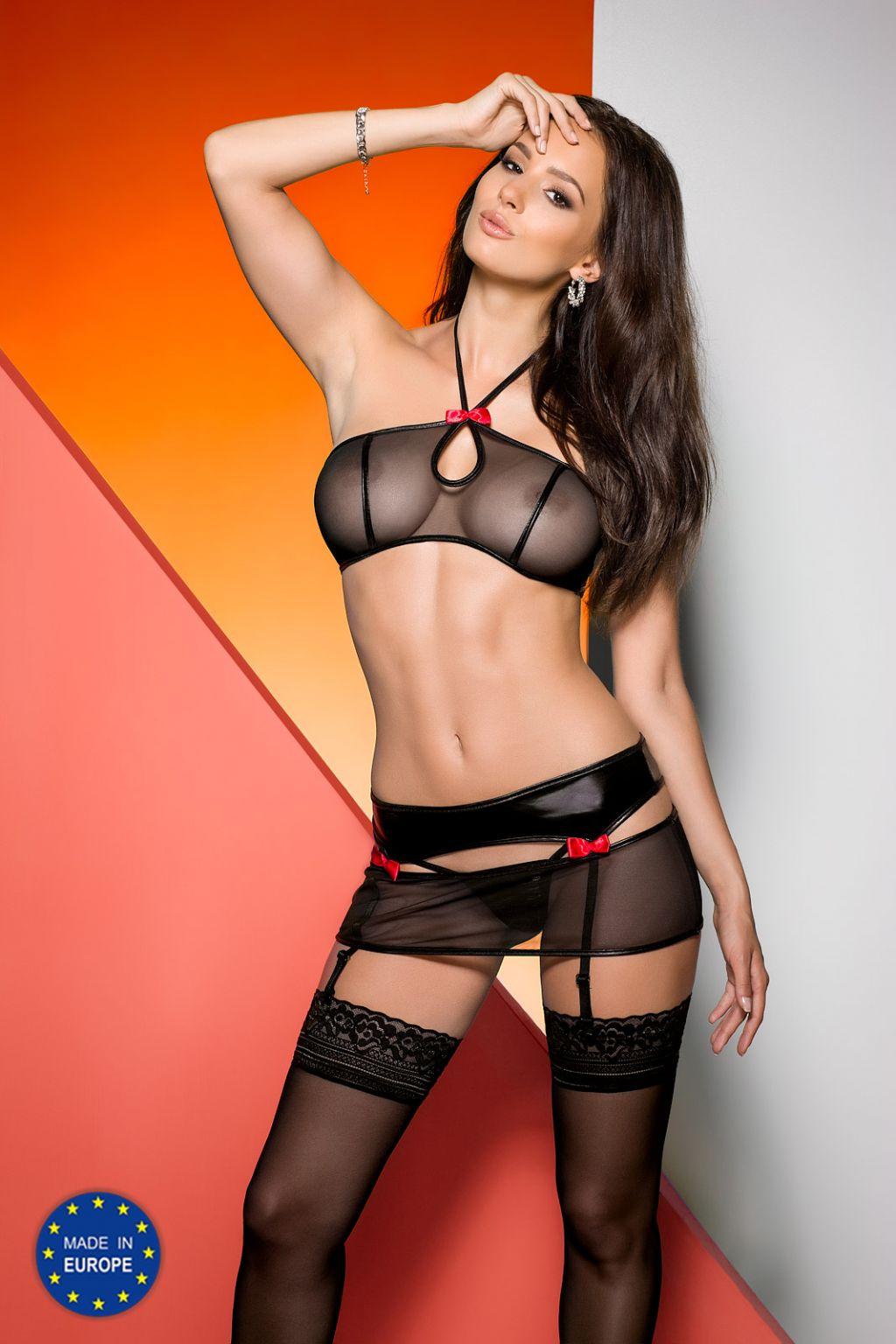 Conjunto erótico negro con lazos rojos