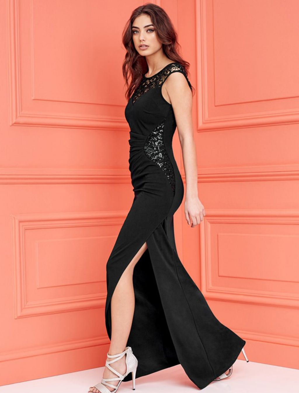 Elegante vestido largo de fiesta con crochet