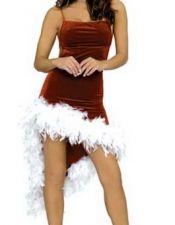 Vestido de terciopelo granate con corte irregular y plumas blancas DIS00022