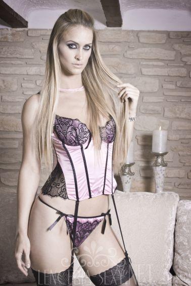 Corpiño sexy de tejido elástico rosa con guipur negro
