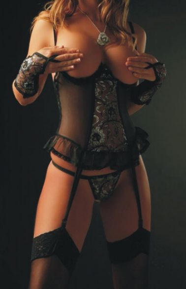 Conjunto de corpiño sexy semitransparente con bordados plateados y el pecho descubierto