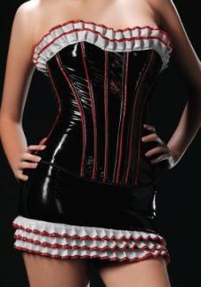 Corset y minifalda de vinilo con volantes plisados de vinilo blanco con ribete rojo